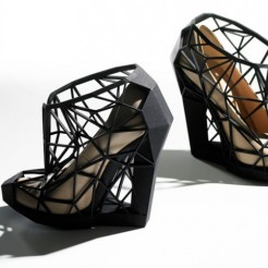 Internal leather, handmade in Italy + external 3D printed nylon structure. / www.andreiachaves.com